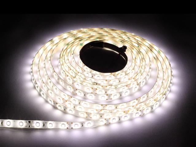 60 LED pásek 24 W. Barva studená bílá. Ip65. (5 metrů)