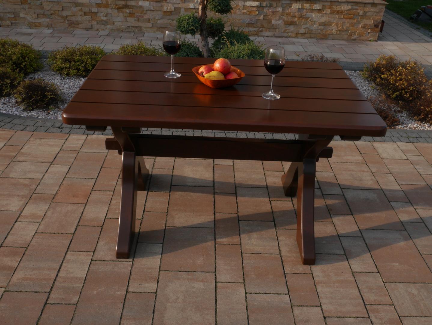 Malý dřevěný stůl
