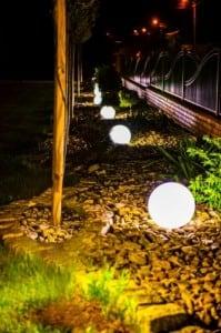 Sada tří moderních zahradních lamp Luna míč 20 cm, 30 cm, 40 cm, bílé kuličky, lesk, LED žárovky v ceně small 5