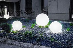 Sada tří moderních zahradních lamp Luna míč 20 cm, 30 cm, 40 cm, bílé kuličky, lesk, LED žárovky v ceně small 7