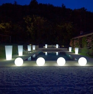 Moderní svítící zahradní kulička Luna ball 20 cm, bílá small 1
