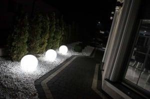Zahradní lampa Luna ball 30 cm, dekorativní koule, svítící zahradní koule, bílá, lesklá small 4
