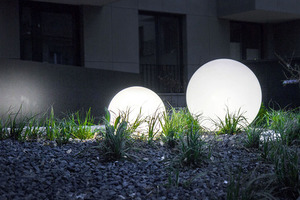 Zářící zahradní koule, kulička Luna 40 cm, osvětlení cesty, bílá, lesklá small 5