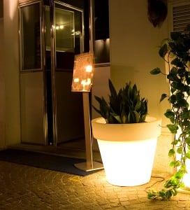 Osvětlený květináč Bordato Liscio small 1