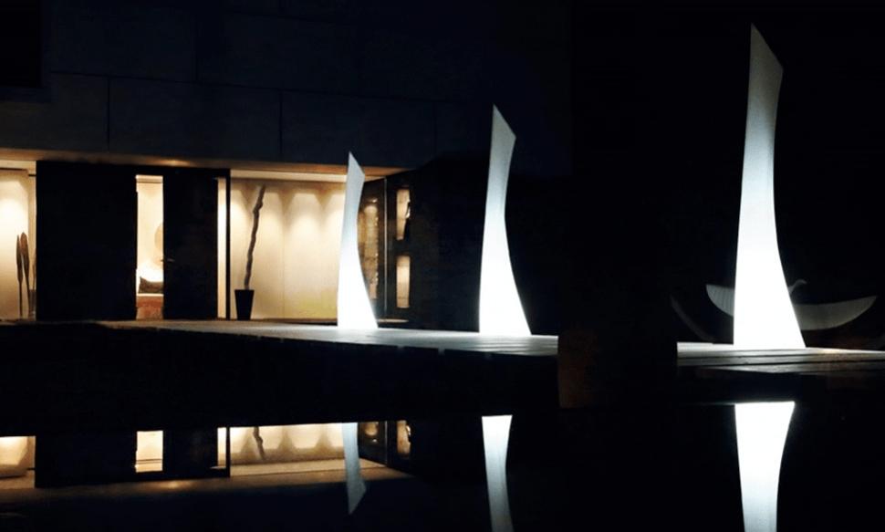 Venkovní svítidla pro zahradu WING MONOBLOCK LAMP 40X46 / 219 CM