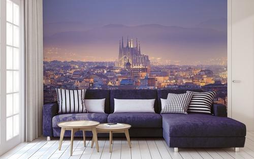 Kouzelný západ slunce v Barceloně, Sagrada Família, letecký pohled, hra světla a stínu, nástěnná malba