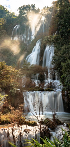 Fototapeta Thee Lor Su vodopád, Thajsko, sluneční paprsky