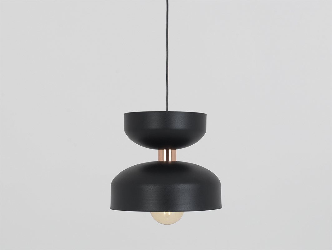 Závěsná lampa WOMAN M - černá