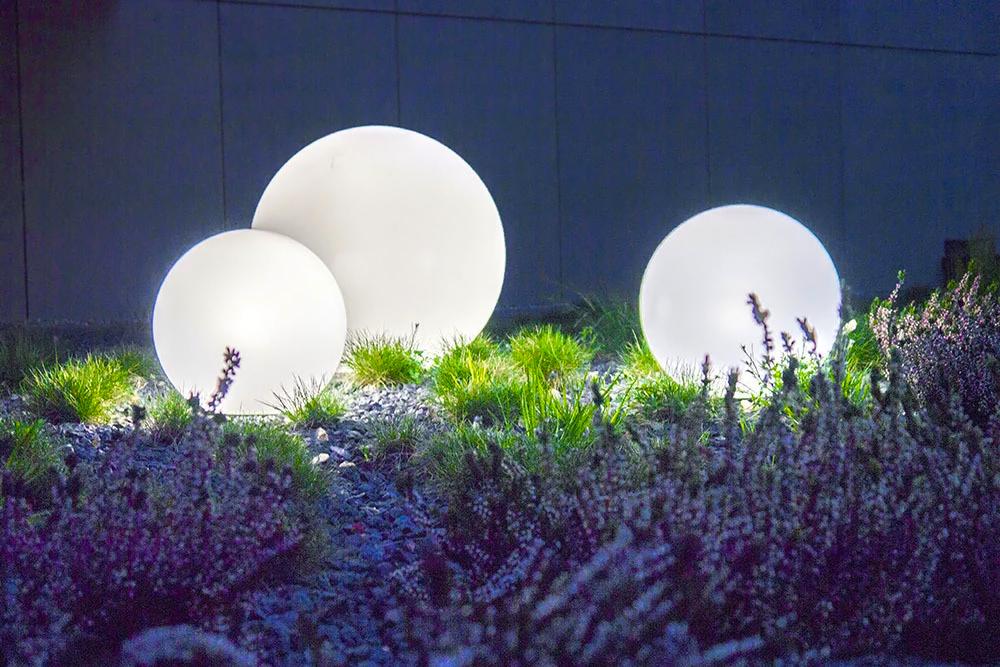Sada tří vnějších lamp, zahradní koule Luna ball 30 cm, 40 cm, 50 cm, světelné zahradní koule, klasické, bílé